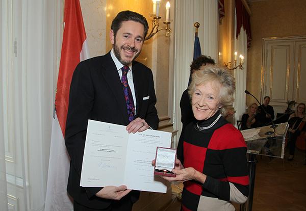 Dame Janet Ritterman receiving her award